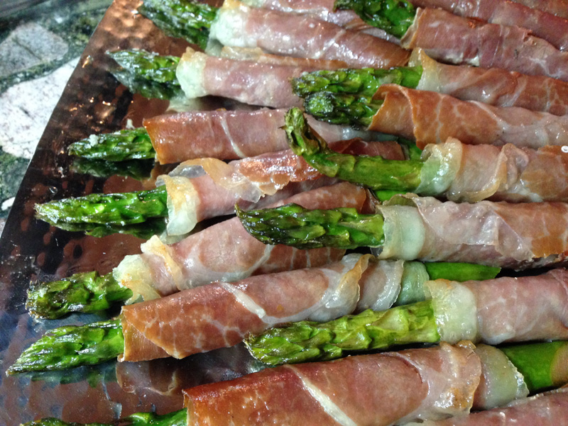 grilled-asparagus-wrapped-in-prosciutto-bbq-canapes-appetizers-embrun-a-catered-affair-by-tim-mcrae-2